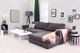 Die Kombination Von Grau Von Rosa Ist Im Wohnzimmer Einfach