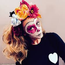 dressing up kylie minogue wore traditional day of the dead makeup to celebrate as