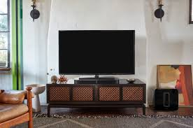 The Sonos Playbase sits comfortably under your TV | Utter Buzz!