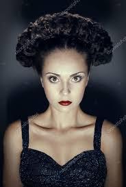 Portrait En Studio De Femme Gothique Avec Coiffure