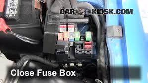 replace a fuse 1991 1996 mercury tracer 1994 mercury tracer 1 9 6 replace cover secure the cover and test component