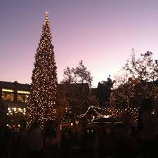 Glendale Americana Christmas Tree Lighting The Americana At Brand Glendale California The Americana