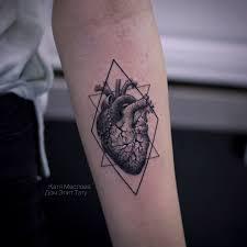 тату в виде сердца на руке запястье значение и эскизы 115 фото