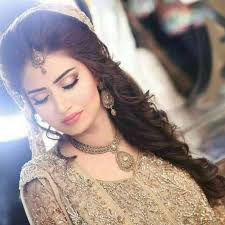 best bridal enement makeup with golden dress