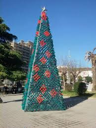 Christmas Decorations Made Out Of Plastic Bottles Christmas Tree Made by Citizens from 100 Recycled Plastic Bottles 82