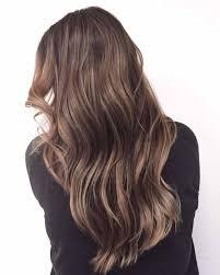 Haarkleuren Trends 2017 Is Een Beige Of Koele Brunette Haarkleur à
