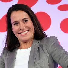 As noofolgeri vu dr gabi bauer het d will am 14. Anne Will Ard Moderatorin Mit Lustiger Ausserung Uber Fc Bayern Munchen Tv