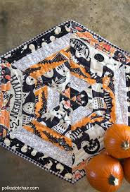 14 Halloween Quilt Patterns for a Wicked Holiday | FaveQuilts.com & Cool Halloween Craft Projects for Quilters Adamdwight.com