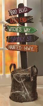 DIY Tutorial: DIY Halloween / DIY Spooky Directional Sign  #DecoracionHalloween