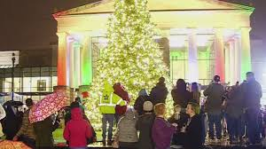 Cbs Christmas Tree Lighting Many Attend Lighting Of Raleighs Christmas Tree Cbs 17