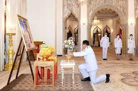 ในหลวง พระราชทานแจกันดอกไม้ แก่นายกฯ วันเกิดครบ 67 ปี