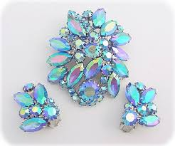 what is costume jewelry
