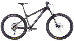 the 140mm fork and the super slack 65 degree head angle on the nukeproof scout leave no doubt as to this bike s ill intentions