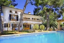 villa avec piscine en bord de mer majorque espagne