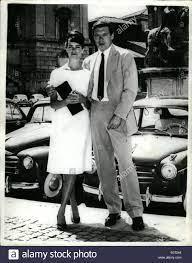 7. Juli 1960 - Nicola Pietrangeli Married: Fotoshows Nicola Pietrangeli der  berühmte italienischen Tennis star, im Bild mit seiner Braut Mannequin,  Susanna Artero, nach ihrer Heirat im Rathaus in Rom am Montag  Stockfotografie - Alamy