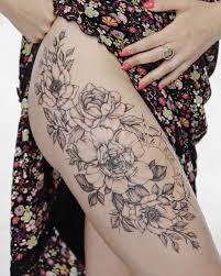 татуировка на бедре тату цветы татуировка для девушки идеи для
