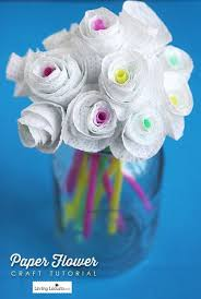 paper flowers this is an inexpensive and creative present for friends your friends can