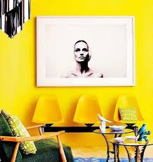 Moderno · realizar projeto decoração residência · salas · rebocar e pintar paredes de amarelo · decorar com cadeiras de desenho e. Paredes Amarelas 60 Inspiracoes Para Sua Decoracao