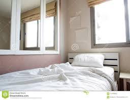 Kissen Weiße Und Bild Von Bett Decke Im Schlafzimmer Auf Stockfoto
