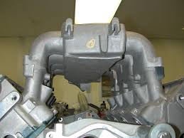 an enginelabs exclusive the gen iii lt5 that never was alive again another one of one part the lone surviving intake manifold note the single injector location at the base of each port