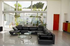 paint a room that has a black leather couch