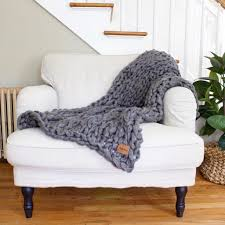 wonderful diy arm knitted blanket