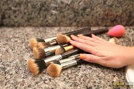 if you re a make up lover then you ought to have brushes these brushes always e handy with blending foundation for trying the intense smokey eye look