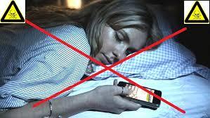 Resultado de imagen para dormir con celular