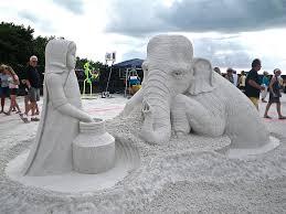 Les statues de sable  - Page 3 Images?q=tbn:ANd9GcQ0fvaiLTbtDyLnsH-_bdvRomrtClYKkd5YhXXbqOAMdvU3_luCSA