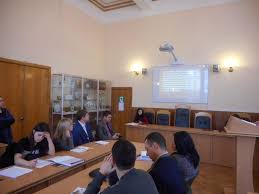 Десять магістрантів юридичного факультету захистили дипломні  Десять магістрантів юридичного факультету захистили дипломні роботи англійською мовою