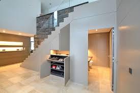 Unter der betontreppe im keller versperrte gerümpel den weg: Treppe Versteckten Stauraum Clever Nutzen