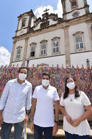Ao lado de ACM Neto, Bruno Reis abre campanha na Igreja do Bonfim
