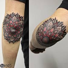 тату на локте женские и мужские фото эскизы татуировки на локте