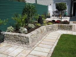 small yard design with stone border and iron furniture for outdoor decoration ideas small yard landscaping