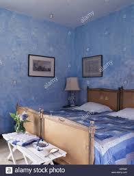 Blau Weiß Patchwork Quilts Auf Antiken Betten In Blau Spanischen