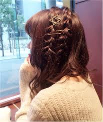 バレンタイン髪型編ミディアムヘアーアレンジはゴールドピンと星の飾り