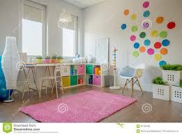 Schönes Und Buntes Schlafzimmer Für Ein Mädchen Stockbild Bild Von