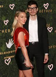 Hilary duff has shared some new details about her wedding to matthew koma. Hilary Duff Wedding Dress With Matthew Page 2 Line 17qq Com