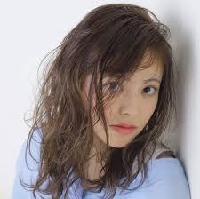 暗めショコラブラウンの甘かわいいヘアカラーでモテ髪に変身 Arine