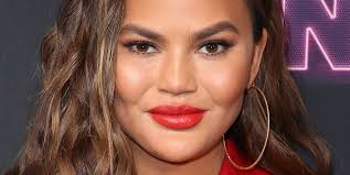 Christine diane teigen (born november 30, 1985) is an american model, television personality, author, and entrepreneur. Chrissy Teigen S Debuts Shorter Hair With A Fresh Feathered Cut