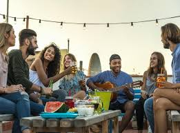 The lives, loves, and laughs of six young friends living in manhattan. Average American Hasn T Made A New Friend In Five Years Study Finds The Independent The Independent