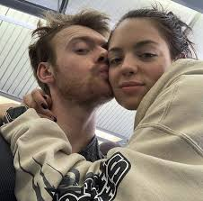 Pin by bia on ✰ like lovers do ✰ in 2020 | Claudia sulewski, Singer, Cute  couples