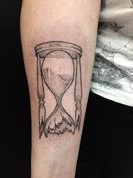 Tattoo At Chudaria Dotwork Black тату дотворк песочные часы