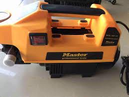 Máy rửa xe mini gia đình MASTER moter lõi đồng 100% cảm ứng từ tự động ngắt  và hút nước khi ngưng sử dụng