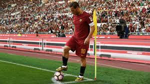 Da una bandierina all'altra: 27 anni fa il debutto in Serie A Francesco  Totti