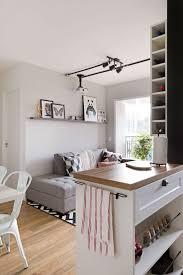 Decorao de apartamento que mistura estilos, mas com predomnio do estilo  escandinavo, com uma