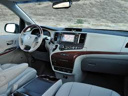 Toyota Sienna - Information and photos - MOMENTcar