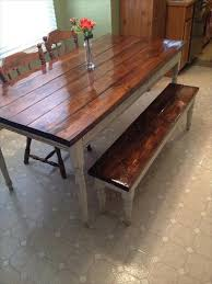 DIY farmhouse table made from pallet wood: