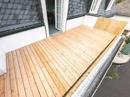 Bevor auf dem estrich der endgültige fußboden aufgebracht wird, muss der estrich auf folgende eigenschaften untersucht werden: Balkon Abdichten Anleitung Mit 7 Schritten Obi