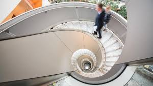 Am günstigsten wohnen mieter der studie nach im durchschnitt in gebäuden, die um 1925 errichtet wurden. Architektur Das Comeback Der Treppe